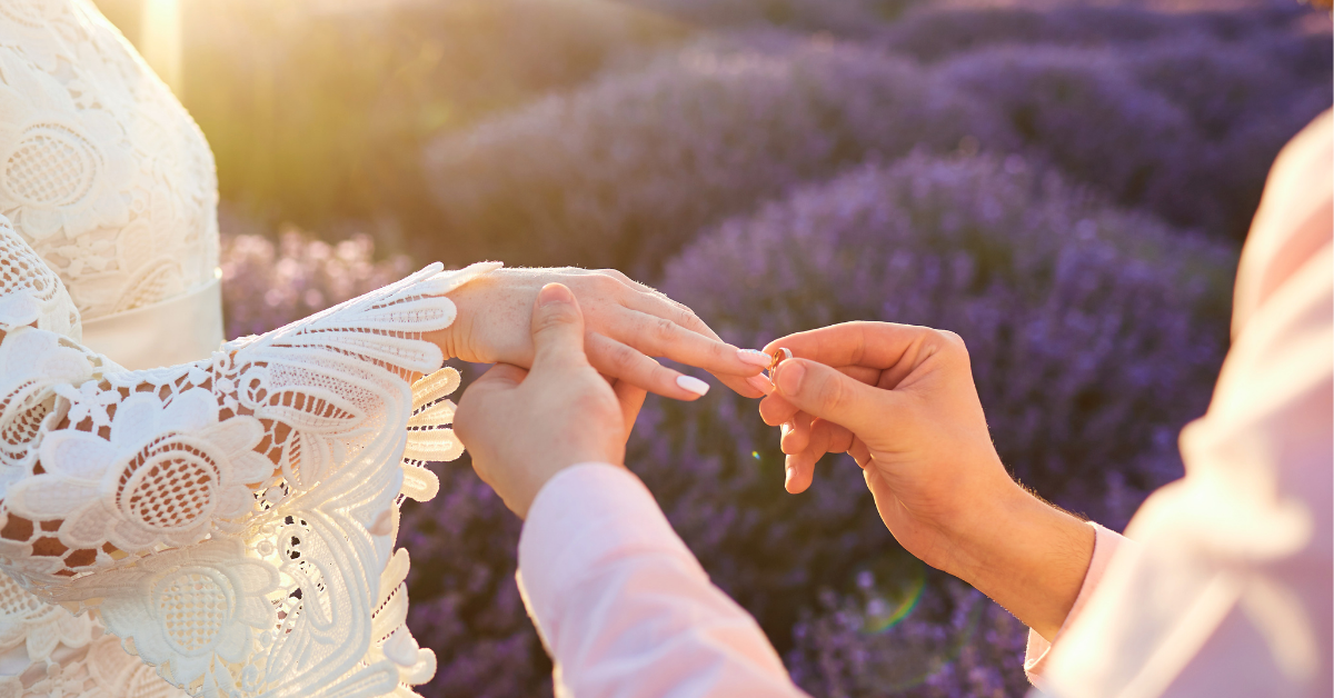 Evlilikten mi Kendimizden mi Korkar Olduk